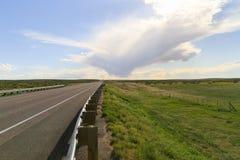 заволакивает дорога к Стоковые Фотографии RF