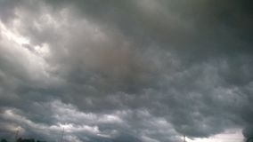 заволакивает темный драматический шторм Стоковые Изображения