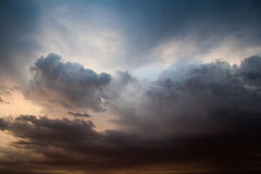 заволакивает темный драматический шторм Стоковое Изображение RF