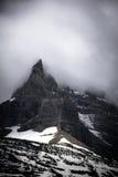 Заволоките на верхнюю часть горы на национальном парке ледника Стоковые Изображения RF