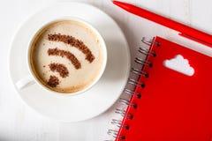 заволоките связывая ресурсы принципиальной схемы компьютера вычисляя обнаруженные местонахождение компьтер-книжкой Символ Wifi Стоковое Изображение RF