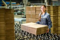 Заводской рабочий бумажной фабрики Стоковое Изображение