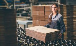 Заводской рабочий бумажной фабрики Стоковое фото RF