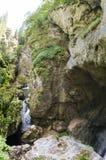 Заводь, водопад и вход горы взбираются к огромному дьяволу Стоковое Изображение RF