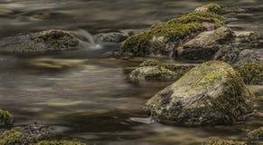 Заводь Biely с камнями и чистой водой Стоковые Фото