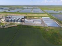 Завод для засыхания и хранения зерна Взгляд сверху Стержень зерна Стоковое Изображение