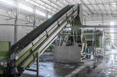 Завод для рециркулировать бутылки Стоковые Фотографии RF