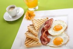 завтрак бекона eggs здравицы Стоковое фото RF