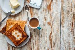 Завтрак бизнесмена с кофе и телефоном Стоковое Изображение RF