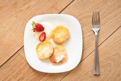Завтрак вкусных круглых блинчиков с fragr творога Стоковое Изображение RF