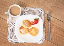 Завтрак вкусных круглых блинчиков с fragr творога Стоковое Изображение