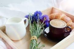 Завтрак в кровати Стоковые Изображения RF