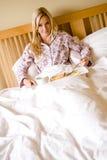 Завтрак в кровати Стоковое Изображение