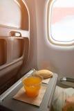 Завтрак в самолете Стоковое Фото