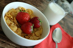 Завтрак клубники хлопьев Стоковые Изображения RF