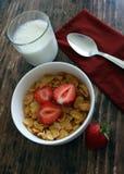 Завтрак клубники хлопьев Стоковые Фотографии RF