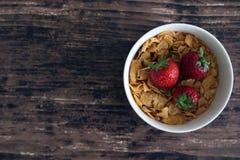 Завтрак клубники хлопьев Стоковые Фото