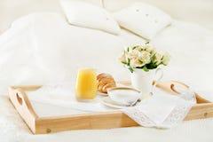 завтрак кровати Стоковое Изображение RF
