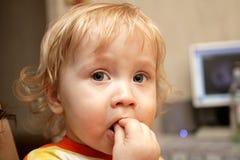завтрак мальчика имеет Стоковые Фото