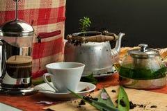Завтрак натюрморта с баками кофе, чашками и плюшками 3 Стоковое Изображение
