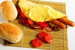 Завтрак на белой деревянной предпосылке Стоковые Фотографии RF