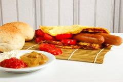 Завтрак на белой деревянной предпосылке Стоковое Изображение RF