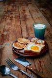Завтрак на древесине Стоковые Фотографии RF