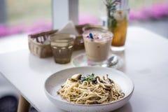 Завтрак-обед на пристойном кафе стоковая фотография rf