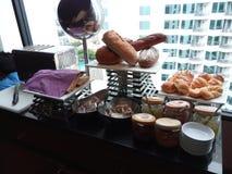 Завтрак очереди за хлебом Стоковые Фото
