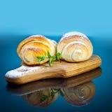 Завтрак - свежие круассаны Стоковая Фотография