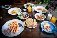 Завтрак семьи стоковая фотография