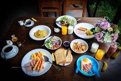 Завтрак семьи стоковые изображения