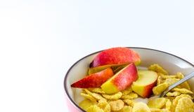 Завтрак с корнфлексами на белой предпосылке Стоковое Фото