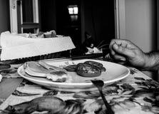 Завтрак с котом Стоковое фото RF