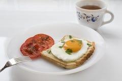 Завтрак с яичницей на здравице стоковая фотография rf