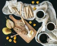 Завтрак/установленный перерыв на чашку кофе: бак (cezve) кофе, 2 чашек Стоковое фото RF