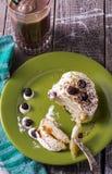 Завтрак чизкейков с сметаной и ягодами Стоковая Фотография