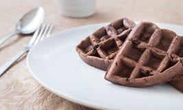 Завтрак Waffle шоколада на белой плите Стоковые Фото