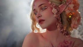 Загадочная девушка эльфа Творческий розовый состав Elvish уши Стоковые Фото