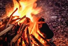 Загадочная персона в огне стоковые фотографии rf