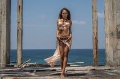 Загадочная племенная женщина стоковые изображения rf