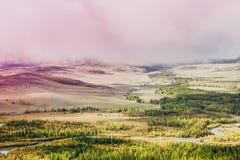 Загадочный взгляд холмов и каньонов в красочном тоне стоковые фотографии rf