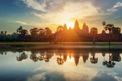 Загадочные башни старого Angkor Wat в Камбодже на зоре Стоковые Фотографии RF