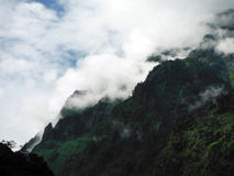 Загадочный ландшафт более низких Гималаев в муссоне Стоковая Фотография