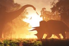 Загадочный волшебный доисторический лес фантазии в восходе солнца захода солнца Стоковое Фото