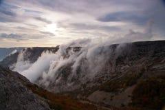 Красивейший взгляд крымских гор осенью. Украин. Стоковое фото RF