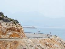 Загиб в дороге в горах стоковая фотография rf