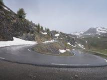 Загиб Hairpin в дороге к col de Ла bonette в alpes de haute Провансали стоковая фотография rf