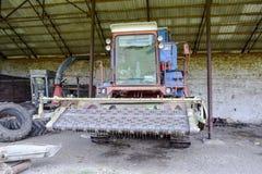 Заголовок риса Жатка риса аграрное машинное оборудование засаживая весну сеялки Стоковое Изображение RF