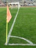 загоняйте футбол в угол поля Стоковое Фото